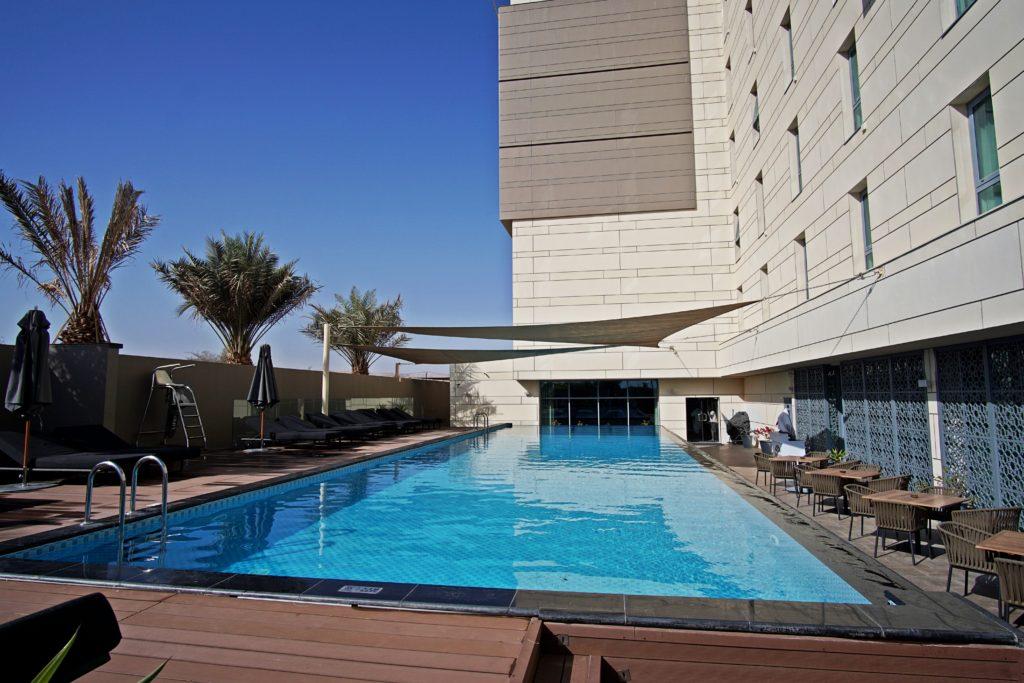Sundus Rotana - Muscat Stopover Hotel - Pool Außenbereich