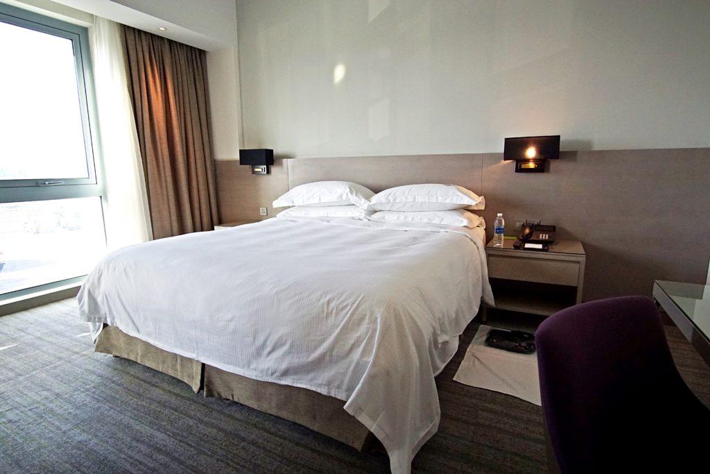 Sundus Rotana - Muscat Stopover Hotel - Premium Zimmer Bett
