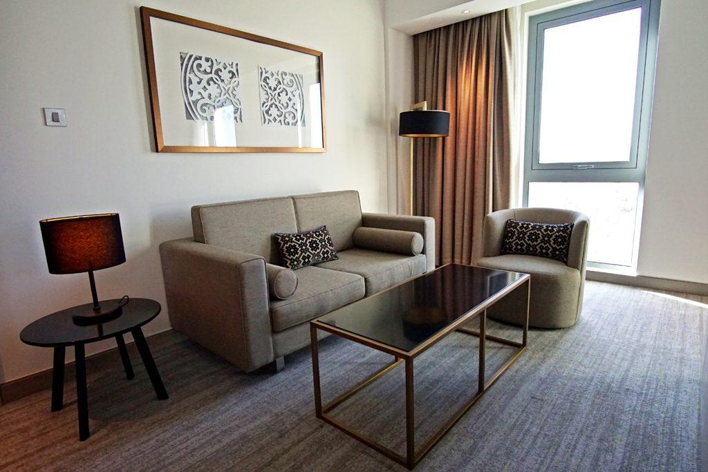 Sundus Rotana - Muscat Stopover Hotel - Premium Zimmer Sitzbereich