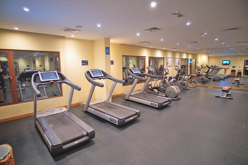 Park Inn by Radisson Muscat - Muscat Stadt Hotel - Fitnessstudio Laufband