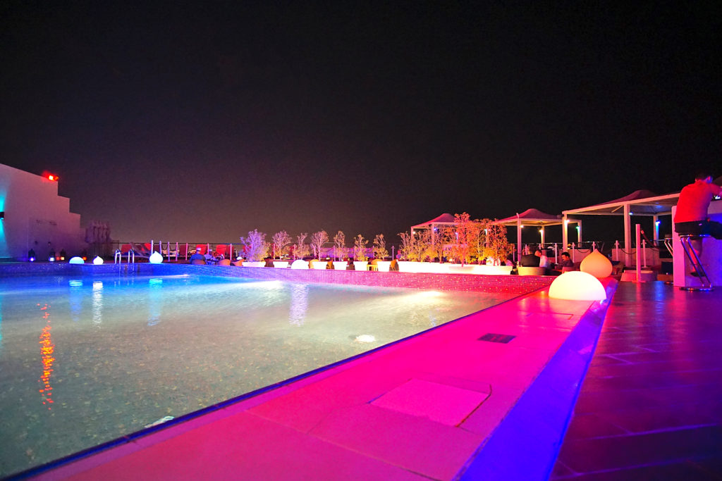 Park Inn by Radisson Muscat - Muscat Stadt Hotel - Pool Dachterrasse Lichter