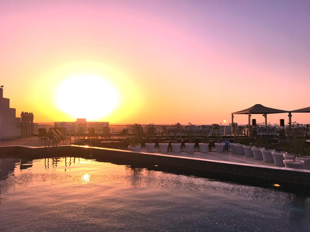 Park Inn by Radisson Muscat - Muscat Stadt Hotel - Pool Dachterrasse Sonnenuntergang