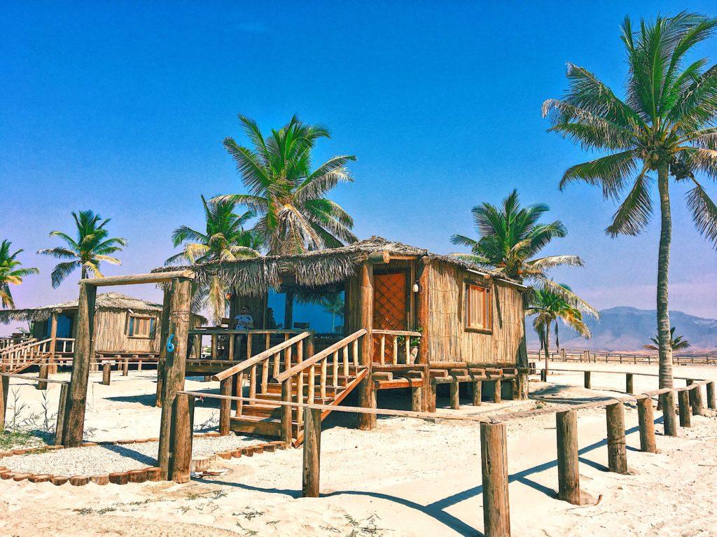 Souly Eco Lodge - Salalah Strandhotel - Bungalow Strand Palmen