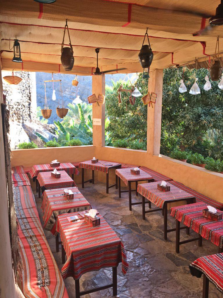 Misfah Old House - Misfat al Abriyeen Oman - Terrasse Oase Frühstück - Traditionelles Lehmhaus Misfat al Abriyeen