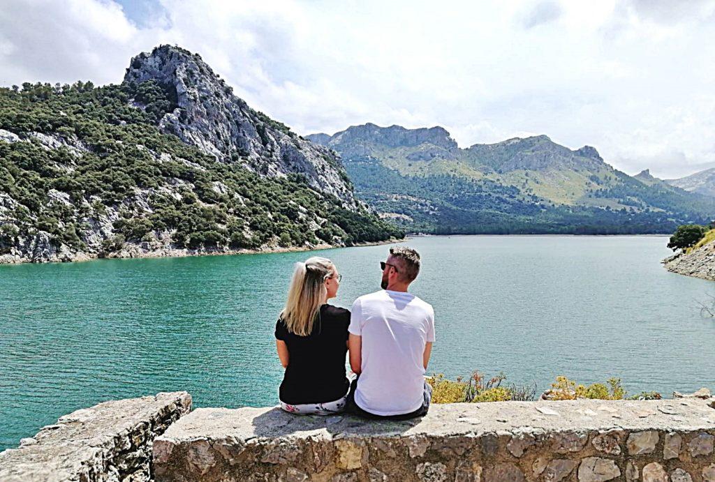 Spanien - Kurztrip MallorcaTagesausflug mit Abwechslung - Gorg Blau Aussicht Stausee Berge